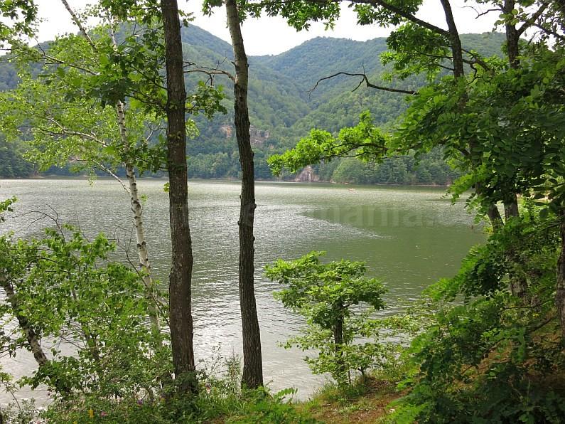 tarnita lake